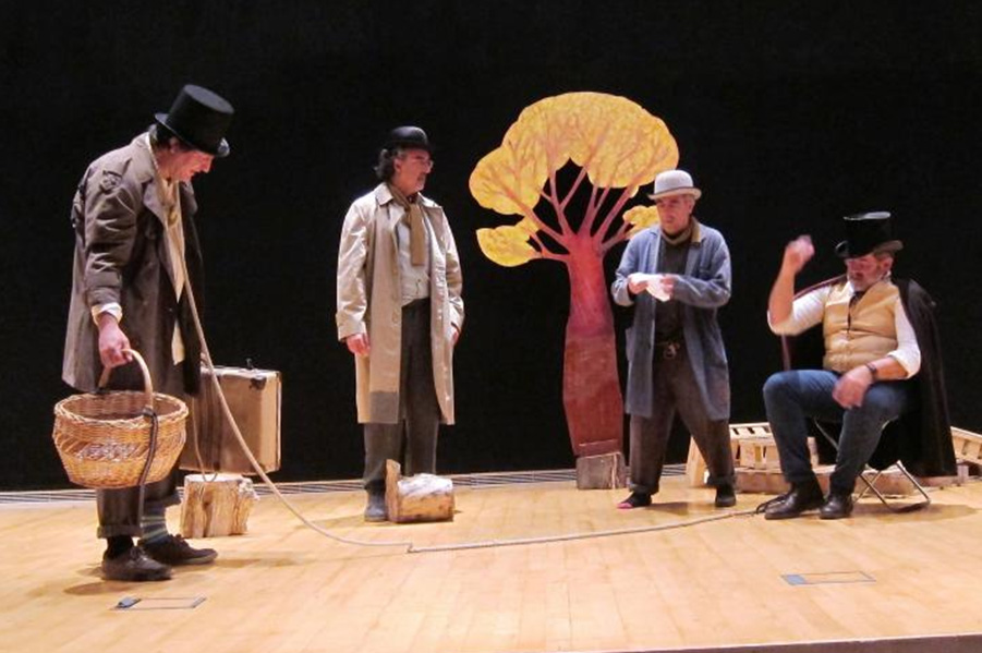 "Photo of Representació teatral de l'obra ""Esperant a Godot"""